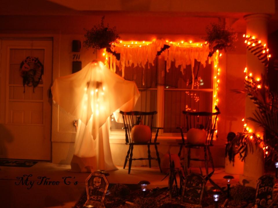 Halloween decor cheap and easy my three c 39 s for Cheap halloween decorations made at home